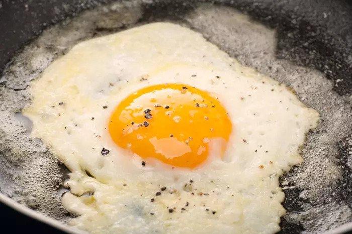 Перейти на белок на завтрак. Иллюстрация яйца Иллюстрация: