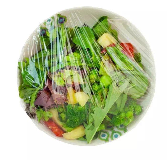 Салат в полиэтиленовой пленке