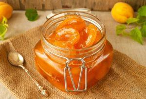 абрикосовое варенье в банке