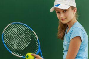 Со скольки лет отдавать ребенка в теннис?