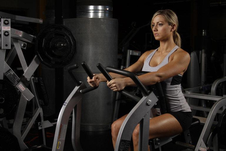 Рычажная тяга в женской тренировке