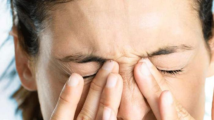 Причины давящей боли в глазах