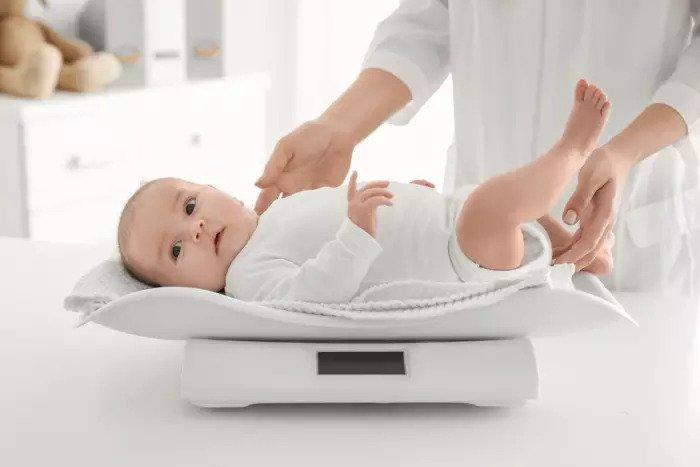 Ребенок на весу