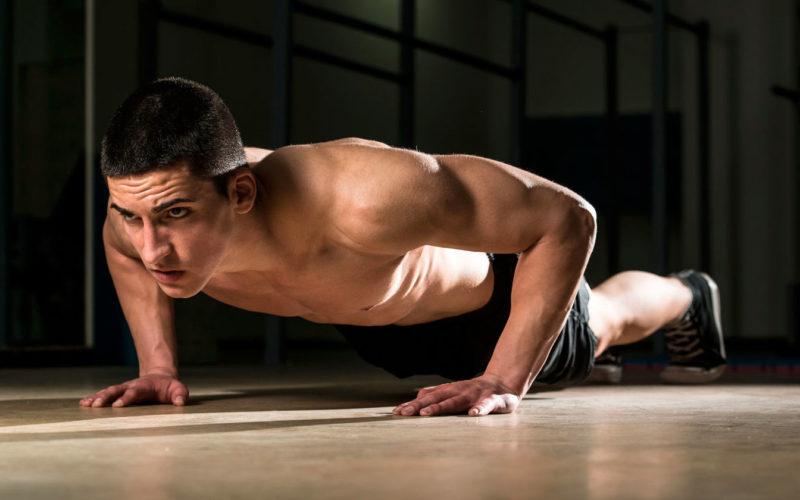 Отжимания от пола: анатомия упражнения, основные разновидности, какие мышцы качаются