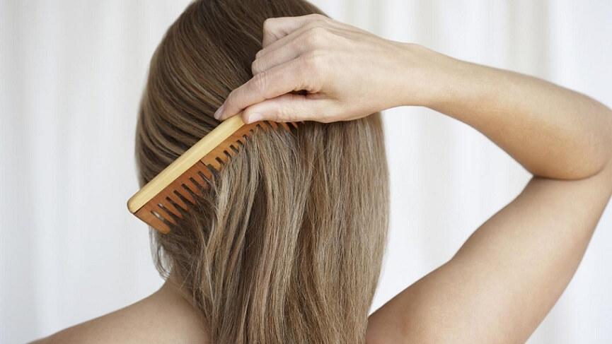 Почему после родов и во время лактации выпадают волосы и как с этим бороться