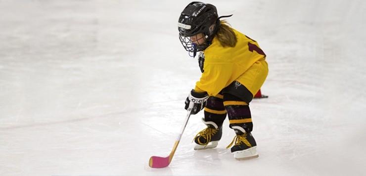 Хоккей для девочек: со скольки лет и какая польза