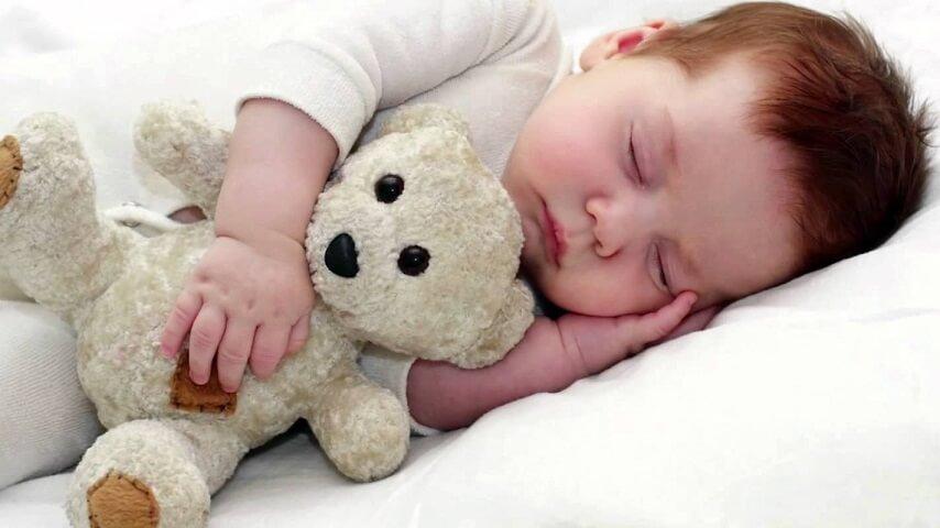 изменяется количество и продолжительность дневных снов