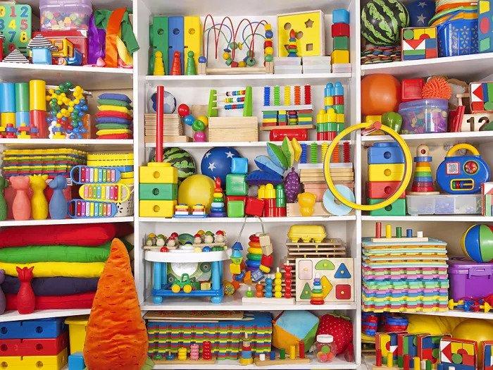 Игровая комната, полная красочных ковров