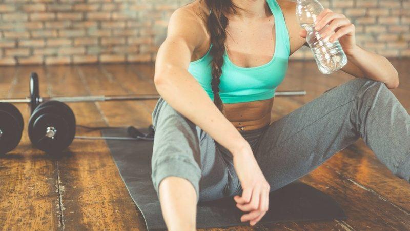 Вода после тренировок: можно ли пить или нет?