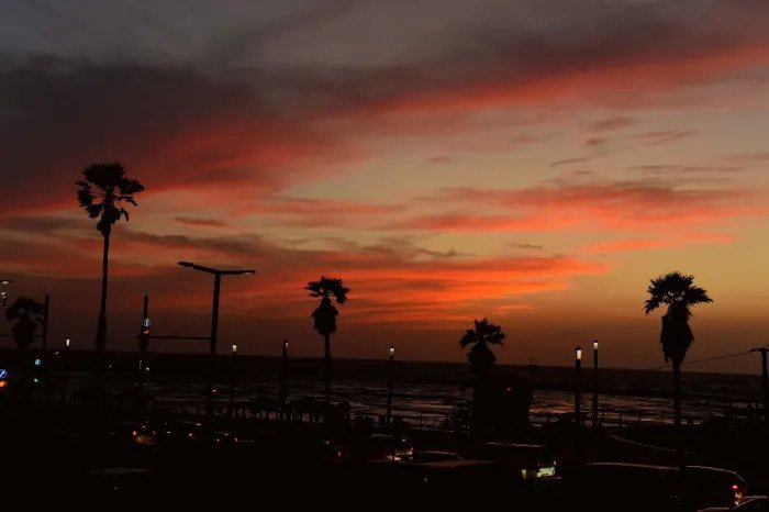 Закат в небе Тель-Авива