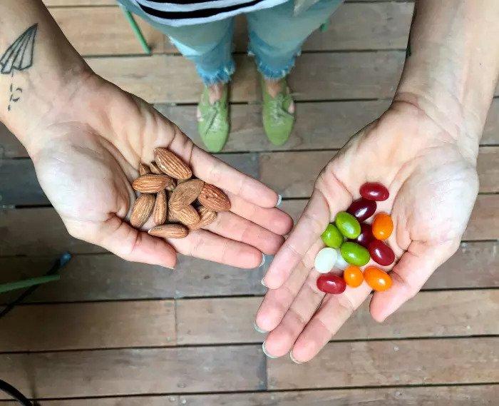Миндаль и конфеты