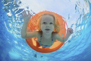 Юная пловчиха