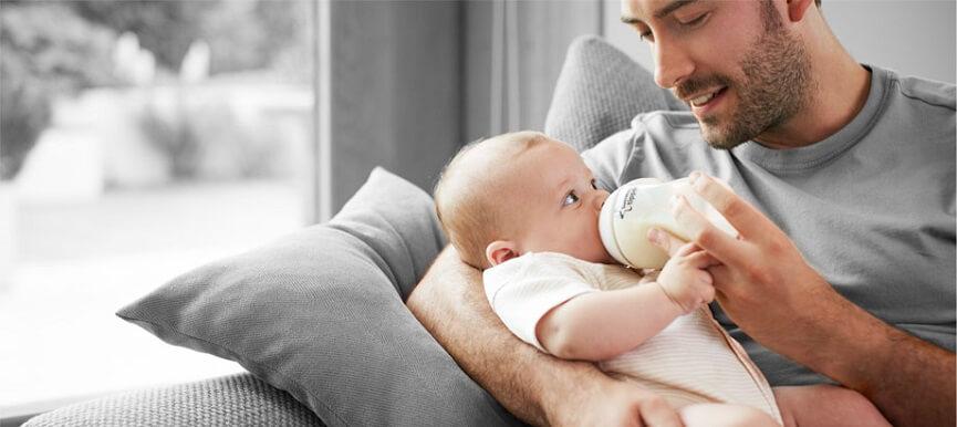 даже папа сможет покормить кроху сцеженным молоком