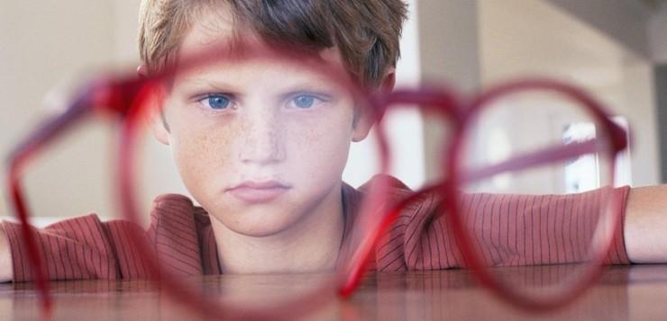 У ребенка зрение −9