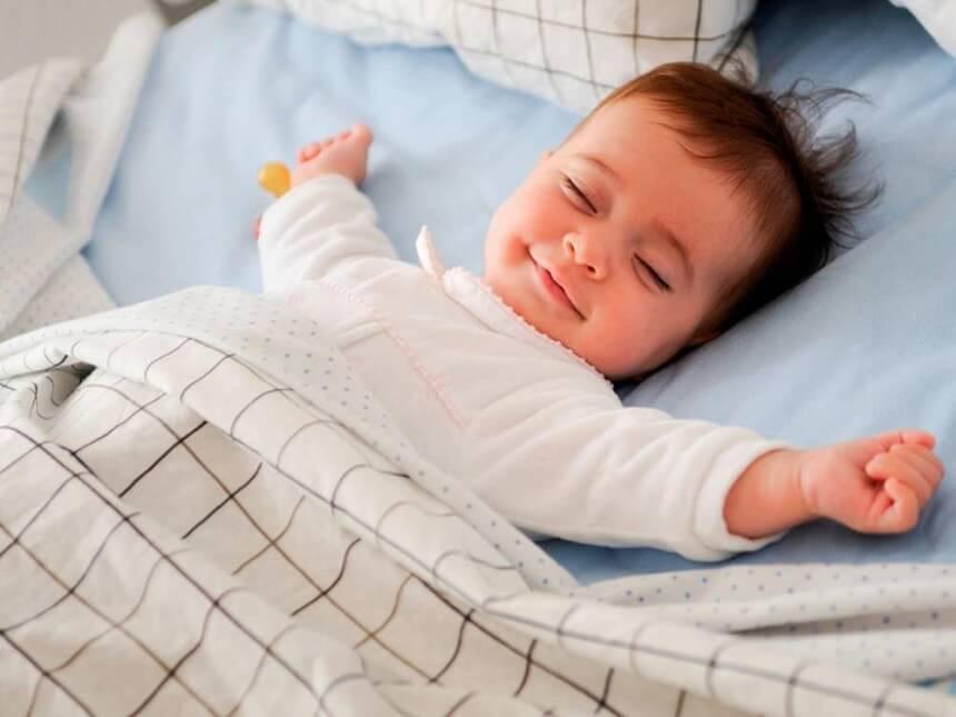 специалисты утверждают, ято самостоятельному засыпвнию ребёнка нужно обучать