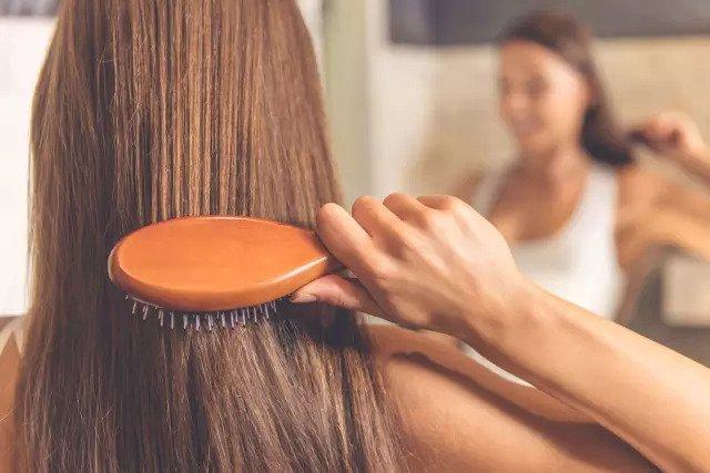 Человеческие волосы и перья