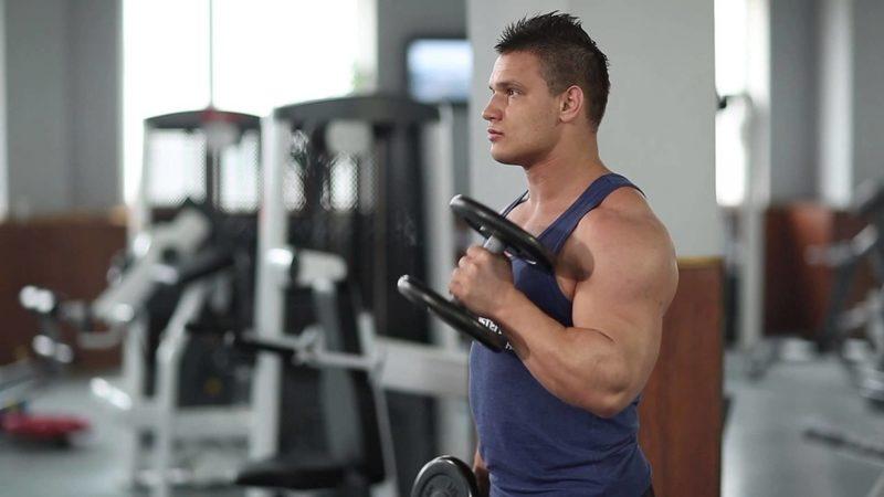 Упражнение «Молот»: эффективная тренировка рук на бицепс с помощью упражнения молоток с гантелями