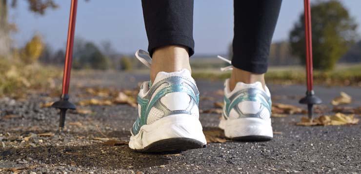 Как выполнять: испытание скандинавская ходьба