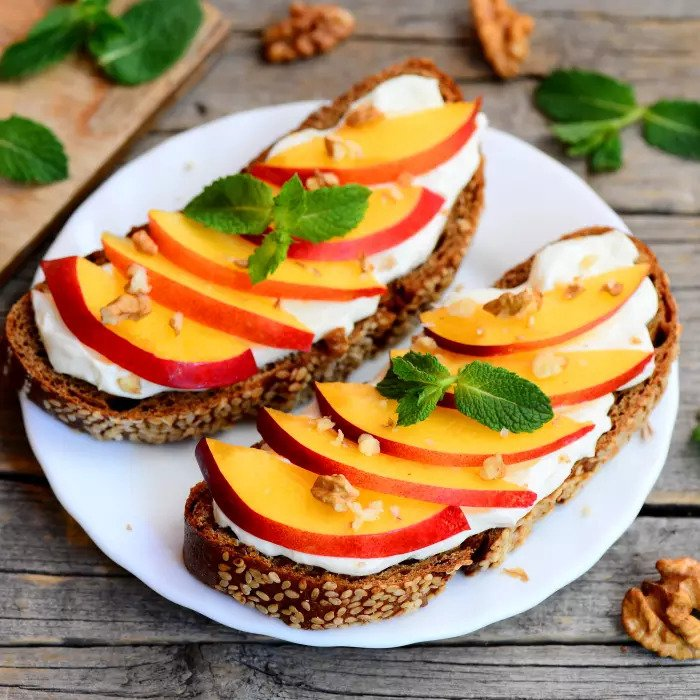 Бутерброд с нектарином