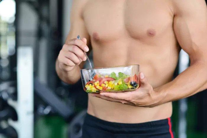 Важно знать, что есть, а что не есть. Человек мышечной пищи после тренировки