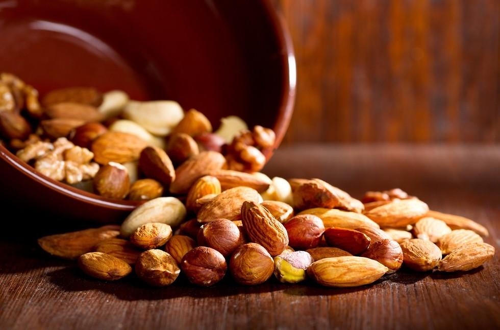 Орехи и миндаль