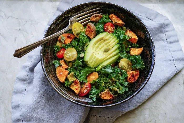 Кайл и салат из авокадо