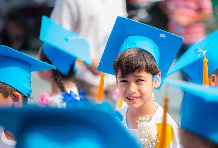 Ребенок заканчивает учебу