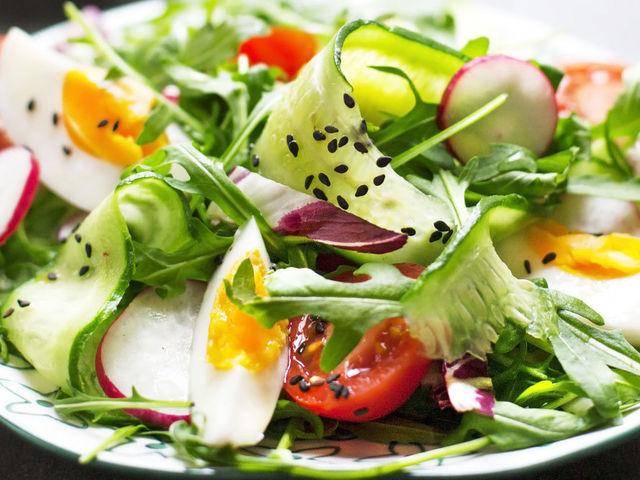 Яйцо + салат