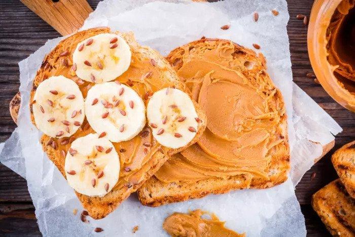 Закуски с арахисовым маслом и бананом