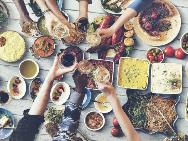 Время, когда лучше держаться на расстоянии от еды