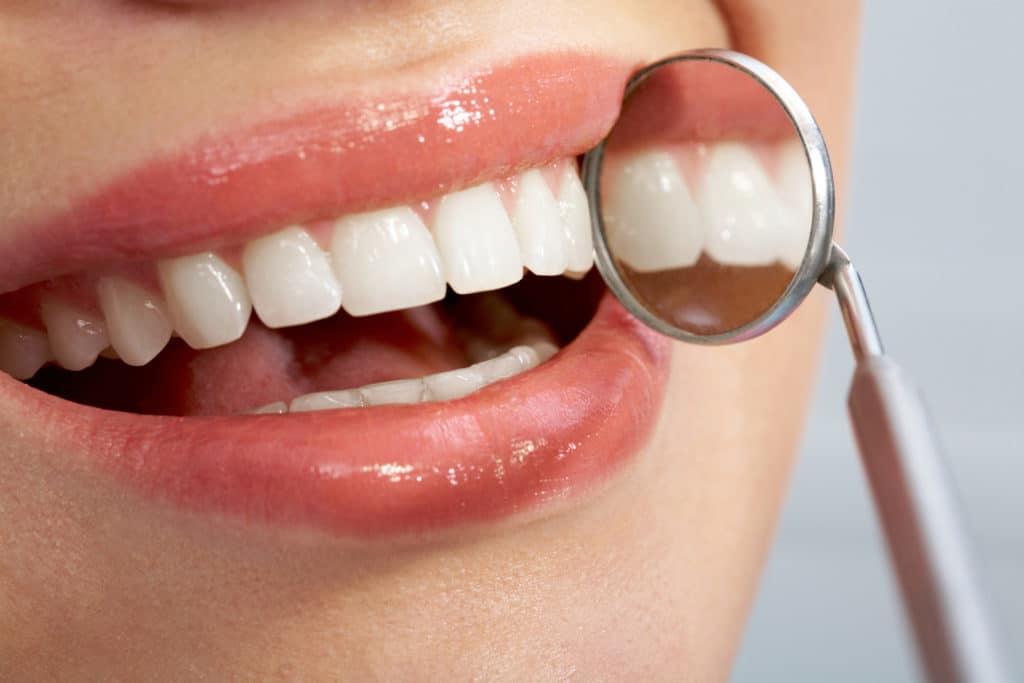 Имплантация зубов и лечение осложнений