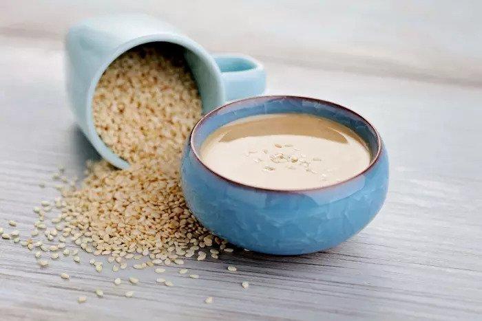 Помогает холестерина и кровяное давление. Семена кунжута и тахини