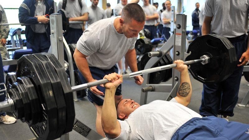 Жим лёжа: программы тренировок для увеличения силы