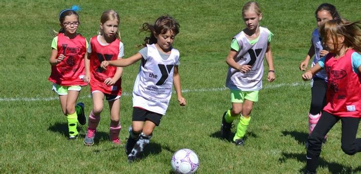 Футбол для девочек: со скольки лет и какая польза