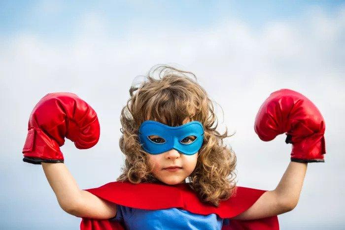 Девушка с боксерскими перчатками