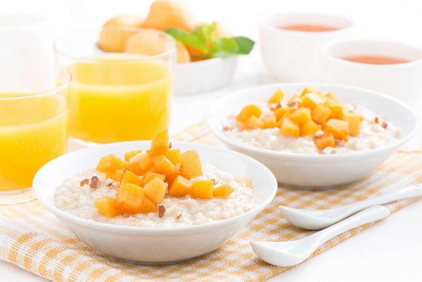 по мере привыкания малыша к продукту его делают более разнообразным добавляя фрукты и ягоды