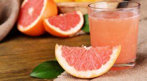 Свежий сок грейпфрута и лимона