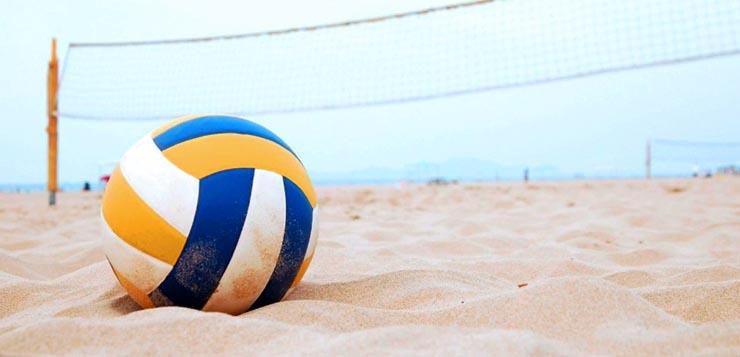 Пляжный волейбол для детей: со скольки лет и какая польза
