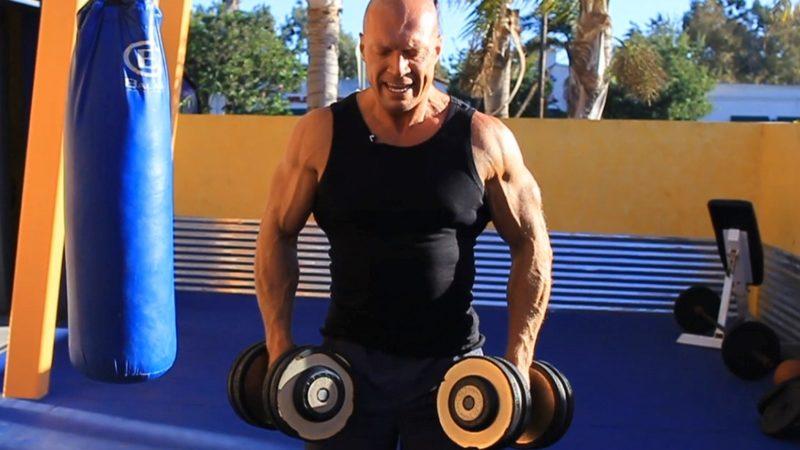 Шраги с гантелями: техника выполнения, целевые мышцы, рекомендации