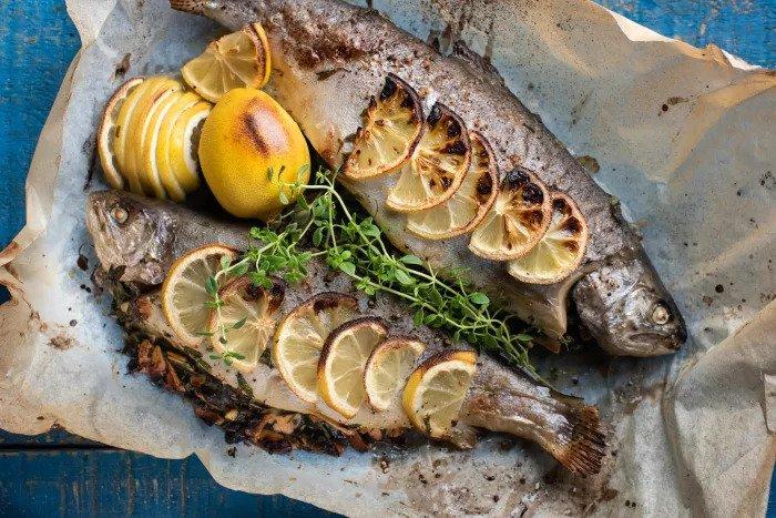 Рыба фаршированная петрушкой и миндалем