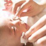 Протирание глаз ребенку