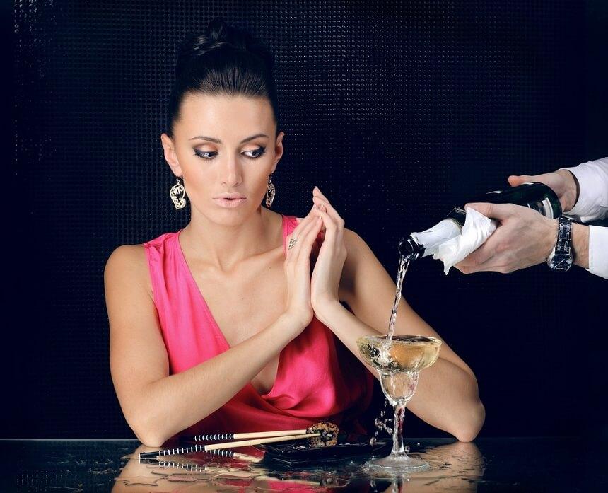 Если у женщины есть сомнения относительно безопасности спиртного - лучше отказаться от употребления
