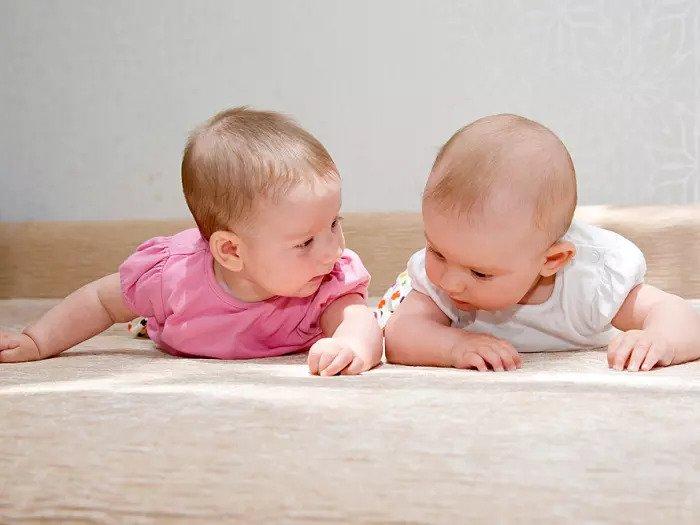 Детские близнецы