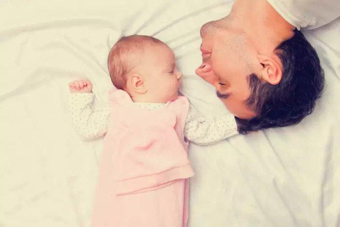Отец устал и ребенок