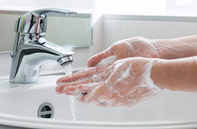 Мытье рук с мылом