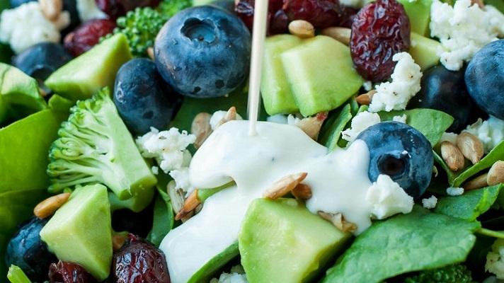 кислые и соленые нотки добавят салату пикантности