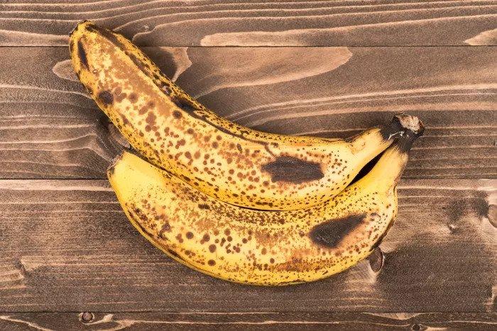Хлорофилл распадается и антиоксиданты усиливаются. Очень спелые бананы