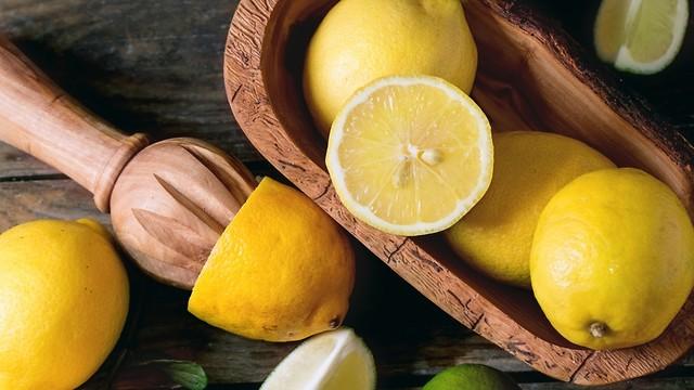 Большое количество витамина С в лимонах