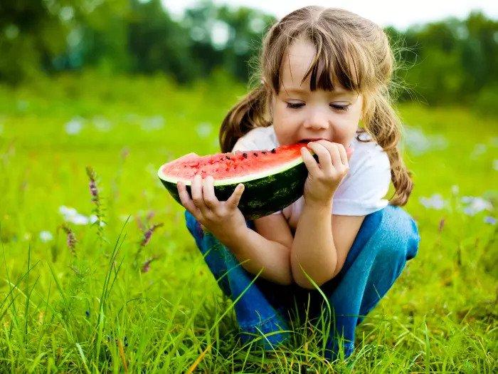 Дети едят правильно