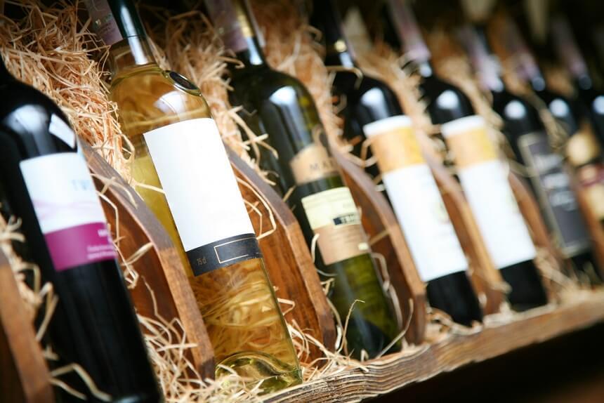 Лучше отдавать предпочтение белому сухому вину в маленьких дозах при лактации